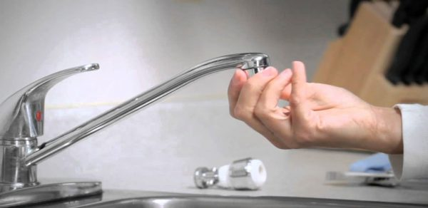 How-To-Remove-Faucet-Aerator-That-is-Stuck